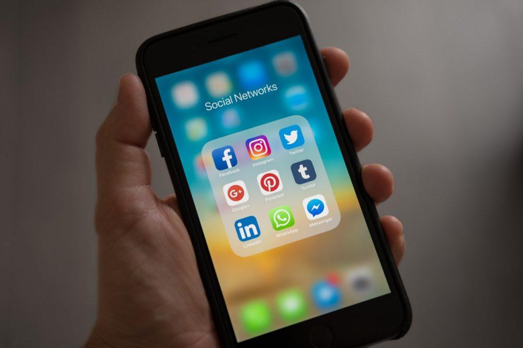 Naprawa iPhone 5 Warszawa - z czym się wiąże?