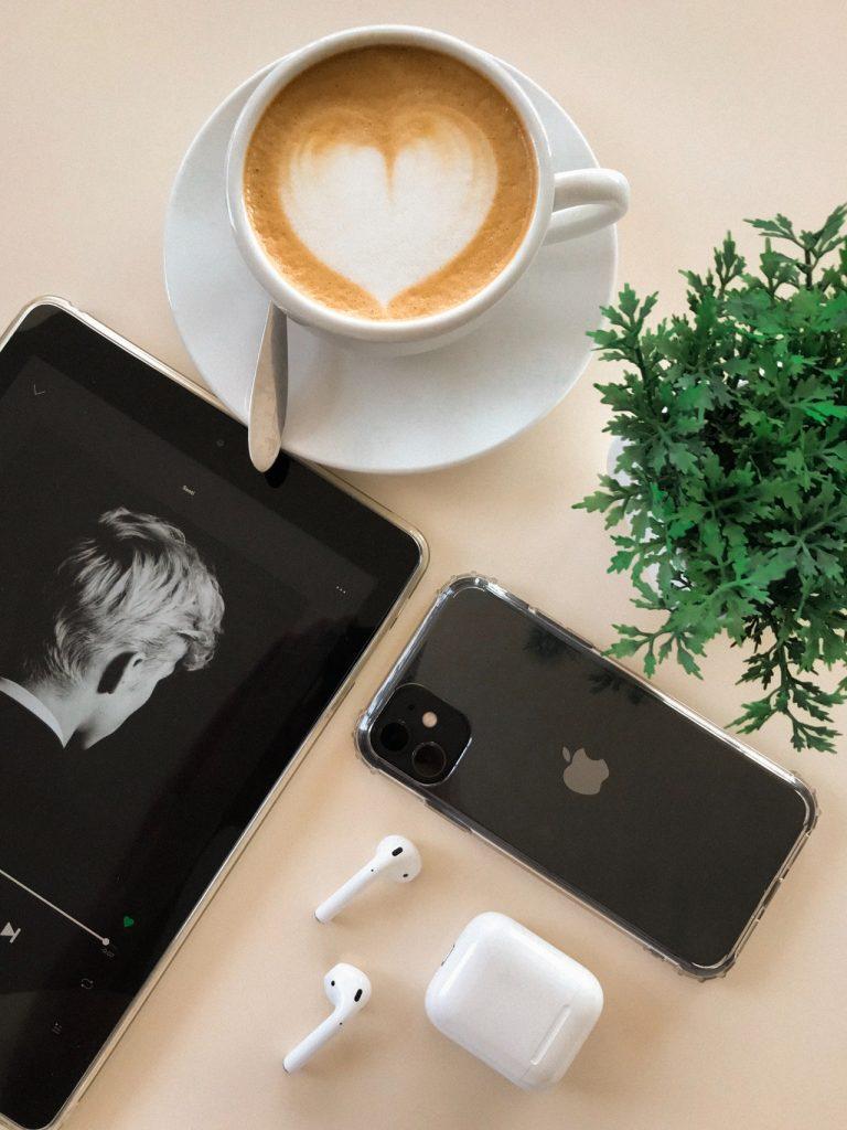 Czym różni się iPhone 6 od 6S: porównaj modele.