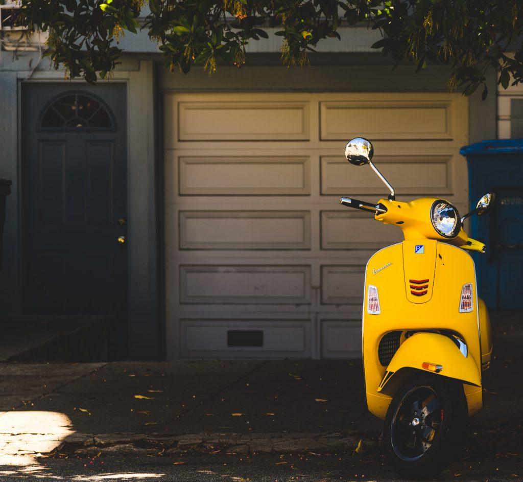 bezpieczny skuter elektryczny.