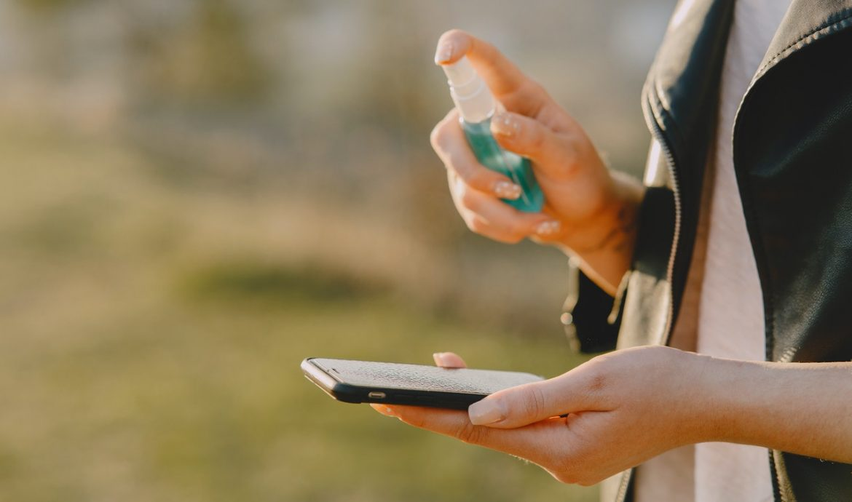 dezynfekcja smartfona